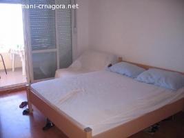 crveni apartman 15 u Petrovcu