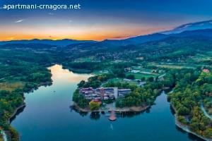 Izdajem dvokrevetni apartman na Borskom jezeru