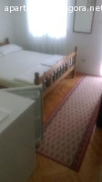 Izdajem dvokrevetni i trokrevetni apartman kod Slovenske pla
