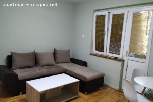 Izdajem stan u Podgorici kod Tehnicke skole na duži period